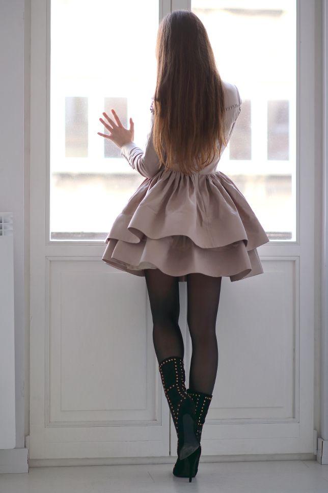 Bezowa Rozkloszowana Sukienka Czarne Kryjace Rajstopy I Botki Z Cwiekami Ari Maj Personal Blog By Ariadna Majewsk Tight Mini Dress Flare Dress Cute Skirts