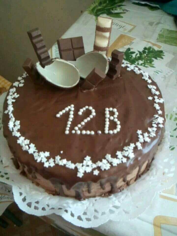 Csupa csoki (szalagavatóra osztály torta)
