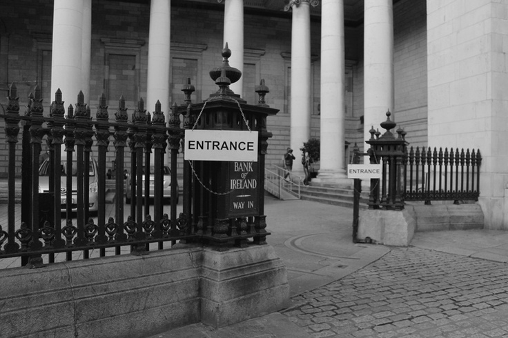 Entrance to the Bank of Ireland at College Green. In front to the Trinity College, right by an Starbucks and the Wax Museum. Dublin, Ireland