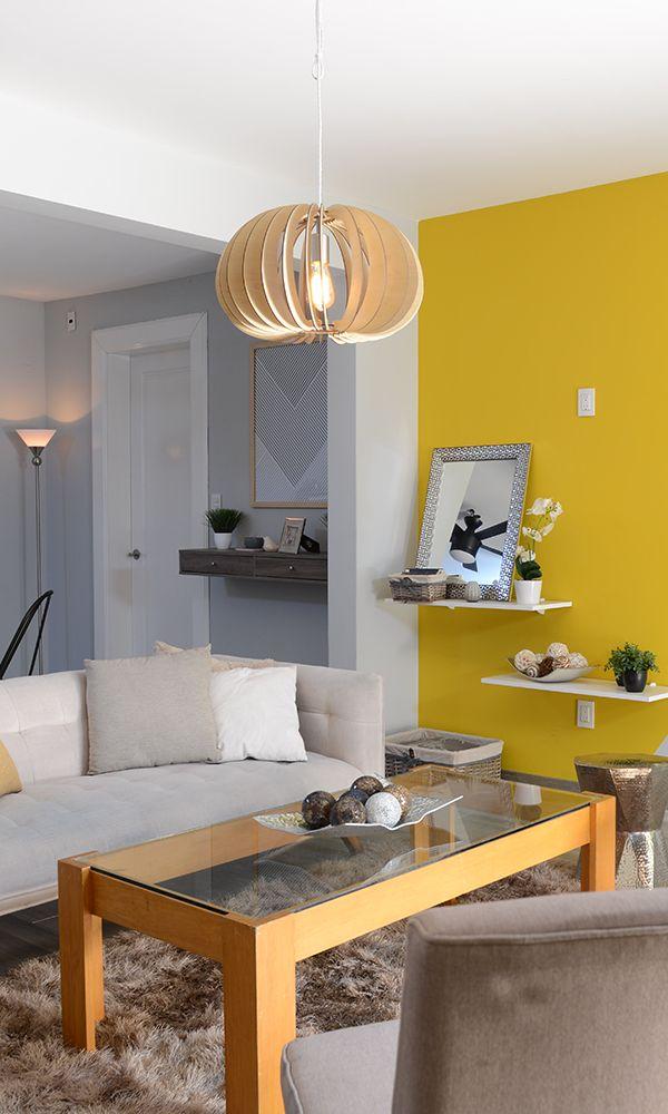 Atrévete a pintar tu sala con colores vivos como el amarillo. Pintura para interior, color para tu sala.