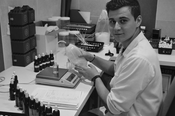 Aram Minassant, assistant parfumeur - atelier création de parfum - Cinquième Sens