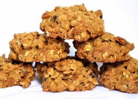 Овсяно-тыквенное печенье получается очень хрустящим и вкусным. Такому оригинальному десерту особенно радуются дети. Стоит также отметить, что готовится такое полезное сладкое изделие очень быстро и л…