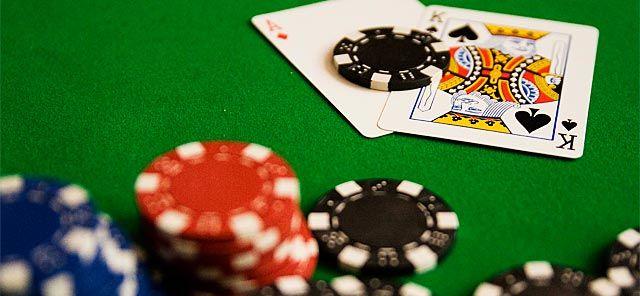 Aprende a jugar a Poker Texas Holdem con este curso gratis en vídeo, en el que aprenderás los conceptos básicos del juego. Haz tus apuestas y ¡gana dinero! > http://formaciononline.eu/curso-gratis-de-poker-texas-holdem/