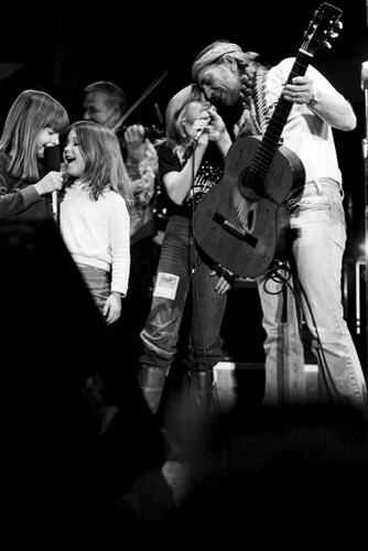 Willie Nelson with his children and Kris Kristofferson's children in New York - 1980.
