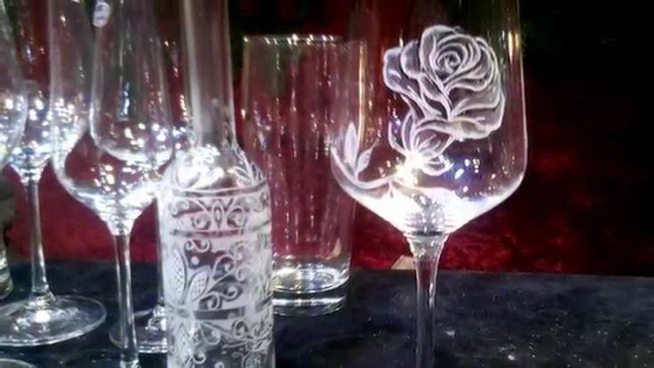 Sunt onorat ca am participat la targul de Craciun 2015 din Piata Stephansplatz in calitate de gravor in sticla , invitat fiind  ...Sper ca prin lucrarile mele sa fi adus putina lumina in sufletul oamenilor... Mai multe creatii in cupru ,alama, otel inoxidabil sau sticla gravata gasiti pe site-ul de prezentare: http://hadarugart.weebly.com/