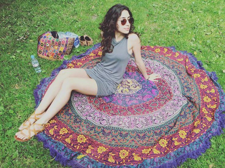 Chillin on my roundie 😎👌🏻 #beachtowel #roundie #mandala #picnic #weekend