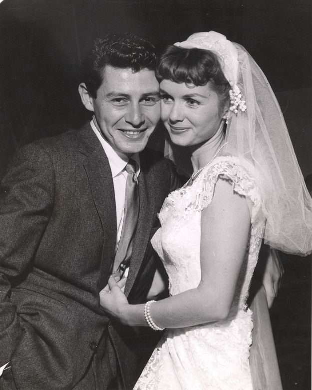 Debbie Reynolds and Eddie Fisher, 1956 | 41 Insanely Cool Vintage Celebrity Wedding Photos