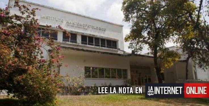 Una profesora argentina que daba clases en la Universidad Central de Venezuela (UCV), en Caracas, fue encontrada hoy asesinada a golpes y maniatada en el jardín de esa casa de estudios donde tres delincuentes quisieron robarle, informó la prensa local.   #policiales #ultimo momento