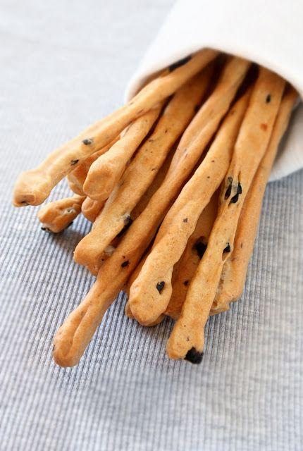 la formula del biscotto: esperimento 63: grissini con feta e olive nere