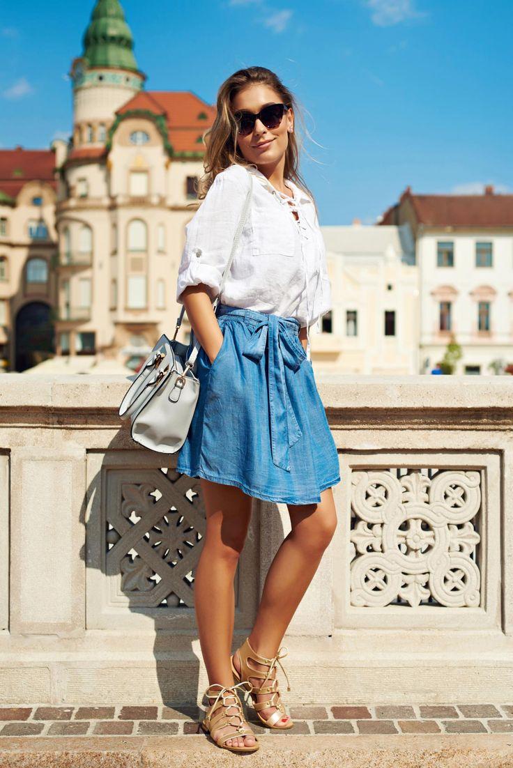 Comanda online, Fusta casual scurta Top Secret albastra in clos. Articole masurate, calitate garantata!