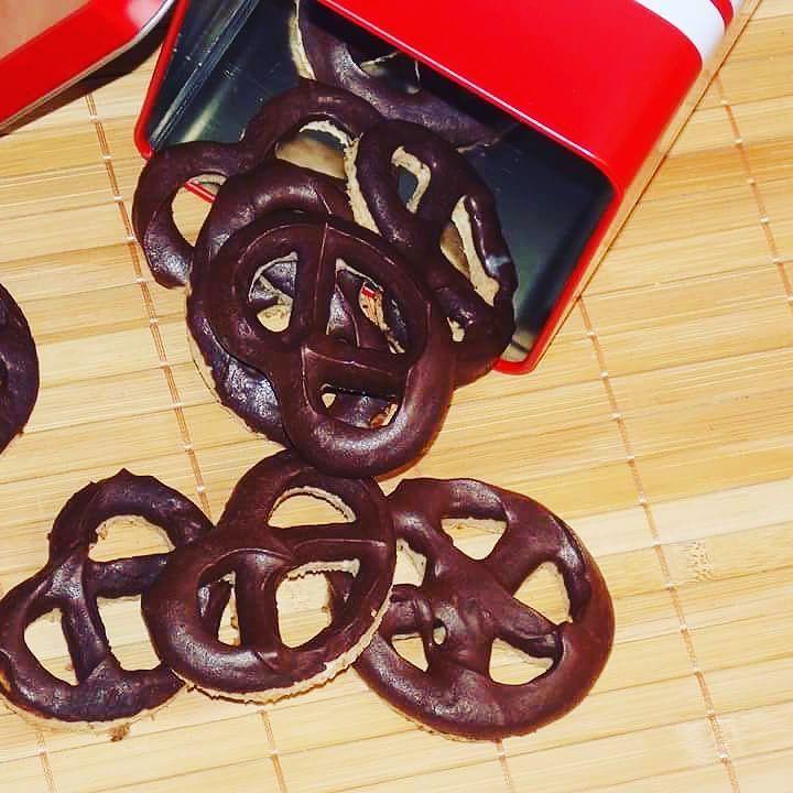 Paleo vegan csokis perecek. #glutenfrei #glutenfree #glutenmentes #glutenfreevegan #vegan #veganfoodporn #vegetarian #eggfree #dairyfree #soyafree #milkfree #sugarfree #instagram #instalike #instafood #paleovegan #paleorecipes #paleolifestyle #paleodiet #paleo #monakonyhaja #monakiss #blogger #kitchen #homemade #chocolate #lowfat #lowcarb #lowcalorie #healthy by monakiss