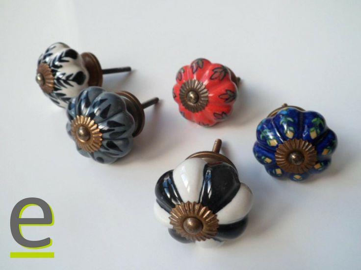 """la serie di pomelli di ceramica decorata a mano """"a zucca""""! https://easy-online.it/categoria-prodotto/pomelli/. Molti altri pomelli per mobili disponibili sul nostro sito."""