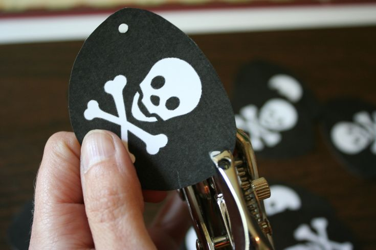pirate eye patches and flag printables