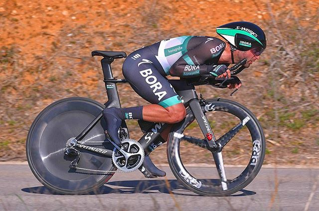 source instagram tdwsport Descend modus @matteo.pelucchi #timetrial #stage3 @valgarve2018 #aerodynamics @borahansgrohe #cycling @gettysport @gettyimages tdwsport 2018/02/17 19:39:26