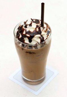 Bir türlü buzlu kremalı, çikolata soslu kahve çeşidi olan frappe, özellikle Yunanistan'da oldukça yaygın bir soğuk içecek türüdür.