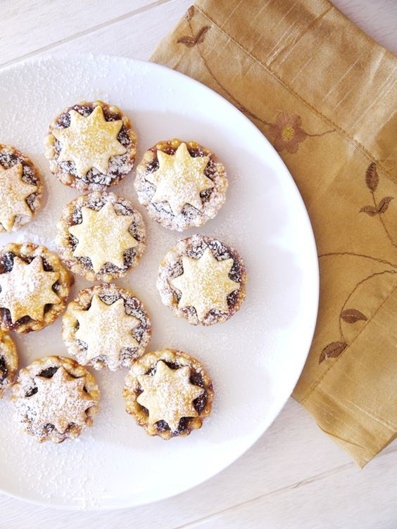 Super Easy British (Sweet) Mince Pies Recipe by Bird's Party #mincepies #christmas #recipes