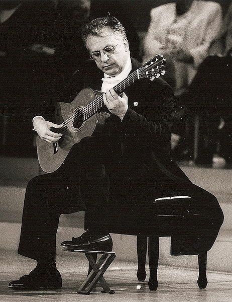 Maestro Pepe Romero... addicted to Suite Española, Op. 47: Asturias