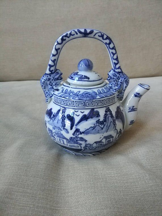 Chinese Old Blue and White People Story Porcelain Flower Pattern Tea Wine Cup