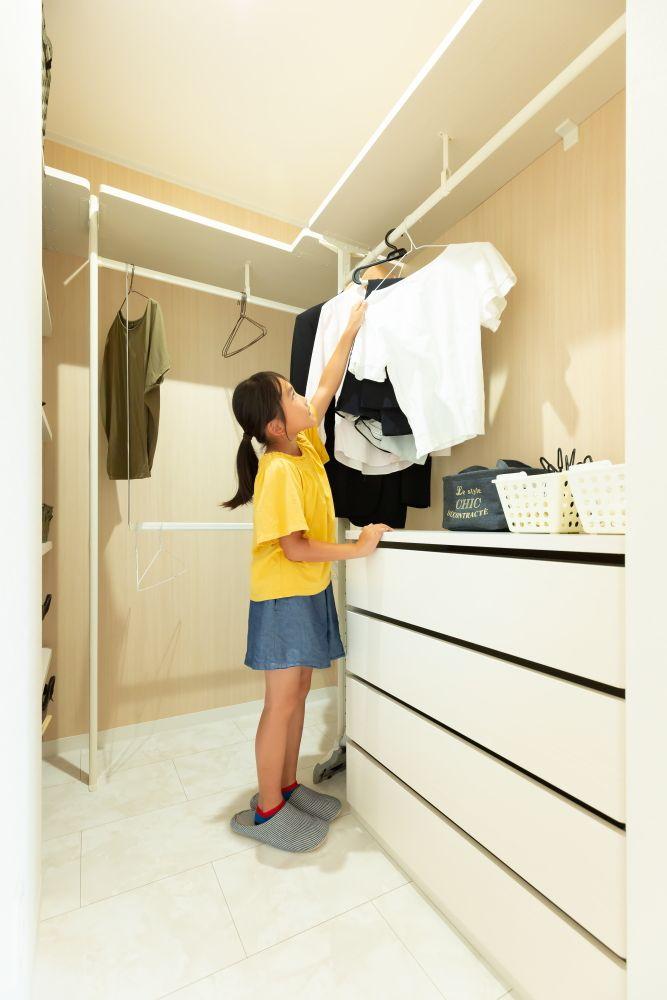 洗面室横にファミリークローゼット 洗濯物を洗う 干す たたむ 収納