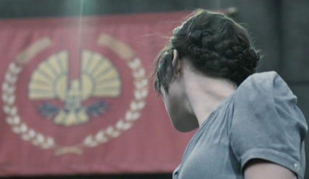 Le chignon tressé façon Katniss Everdeen — Tuto Coiffure en vidéo katnisscoiffure6