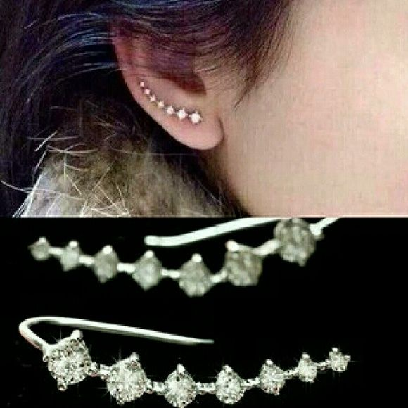 Sparkling Ear Cuff Brand new, still in plastic without tags! Hugs to ear. Very pretty! Jewelry Earrings