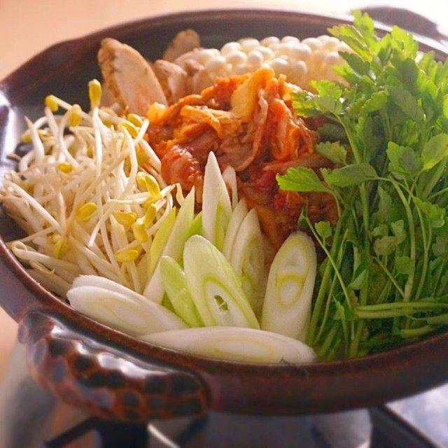 肉とキムチを焼いてから煮込むのがポイント!豚キムチ鍋     あさこ食堂