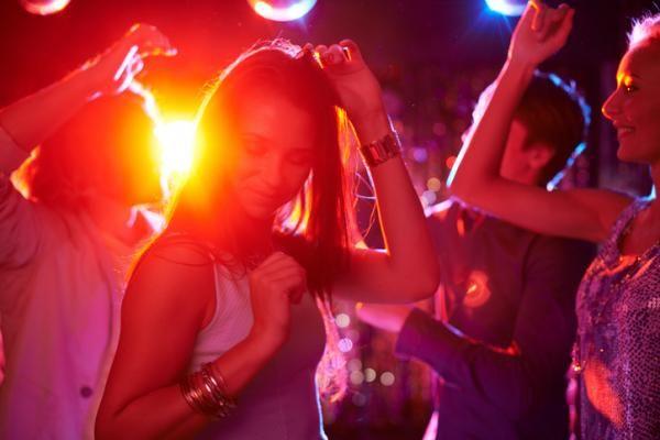 Dónde salir de fiesta en Madrid un jueves - ¡Los mejores bares y discotecas!    #madrid #discotecas #nightlife
