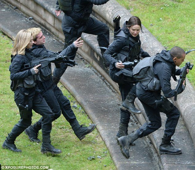 Dramatic: Natalie Dormer (L) and Evan Ross were also seen during battle scenes for the fin...We got Josh on camera at the PERFECT time look at him XD