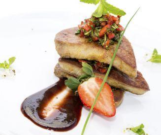 Escalopes de foie gras de canard poêlées aux myrtilles