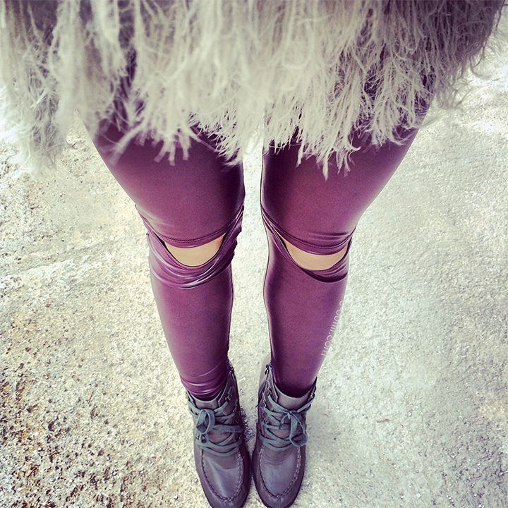 The knee cut-out leather leggings