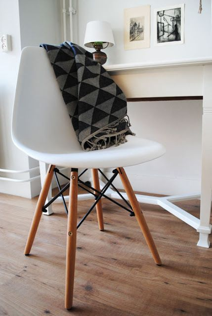 Dutch design on a budget review dsw replica van furnish spot eames stoelen pinterest - Stoelen eames ...