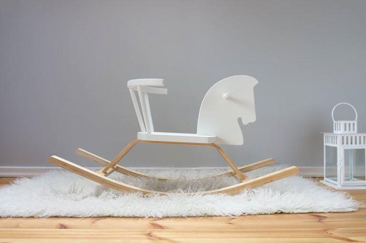 Handgemachtes Retro-Schaukelpferd aus Holz von Craffox Preis: 89 € plus Versand, gefunden auf Etsy Gibt es hier: http://monsterkiste.de/Schaukelpferd  #fuerKinder #Schaukelpferd #Holz #spielen #Kinderzimmer