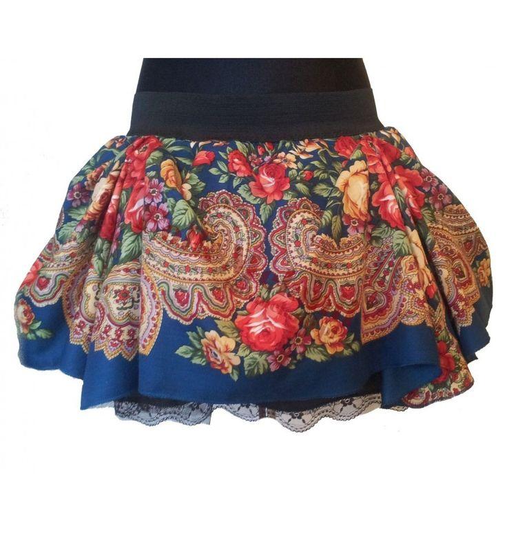 Spódnica Słowianka S2 szyta na miarę. Spódnica ma 3 warstwy: -podszewkę z koronką, -tiul, -tkaninę poliestrową w góralskie wzory. Całość jest na szerokiej gumie :)