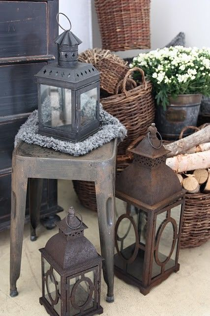Lanterns & baskets                   ****