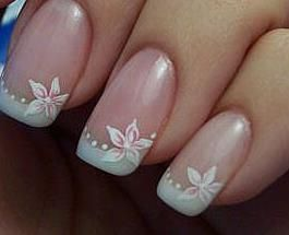 French Manicure with flowers