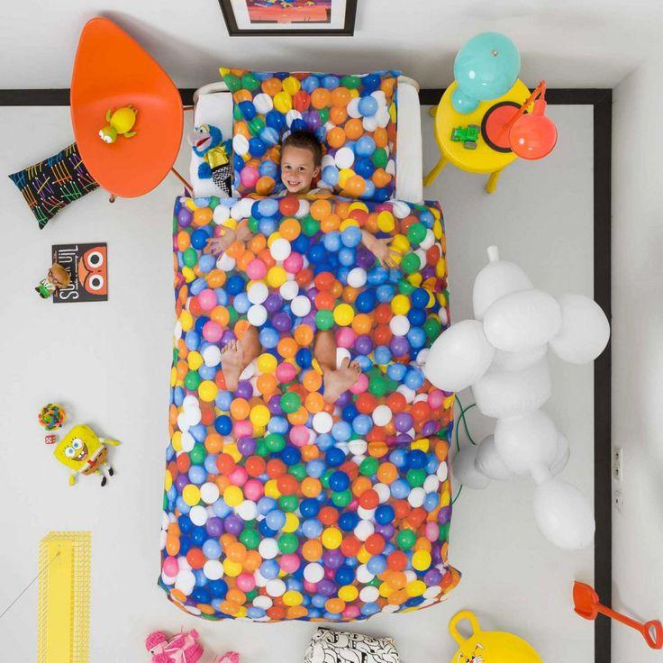 Flot, sjovt og lækkert sengesæt fra Hollandske Snurk som forstiller et boldbassin. Nu kan du synke dybt ned i dit eget boldbassin, hvem har ikke altid drømt om dette?