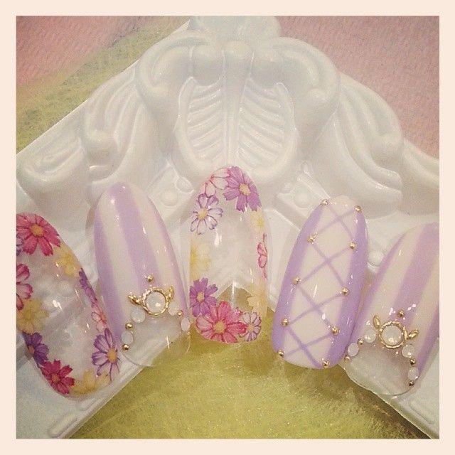 プリンセス別*ディズニーのお姫様ネイルで指先きらり♡にて紹介している画像