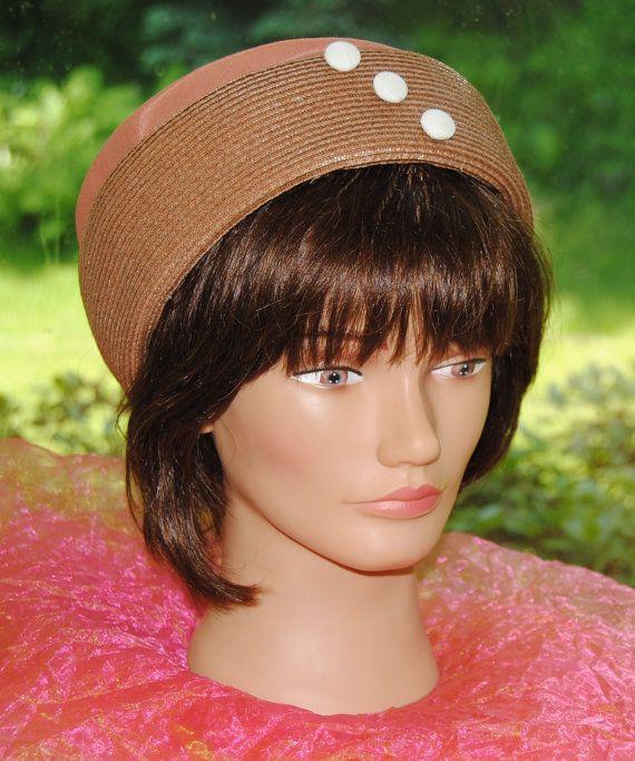 Vintage Pillbox Hat Creme de Carmel Creme boutons années par YPSA