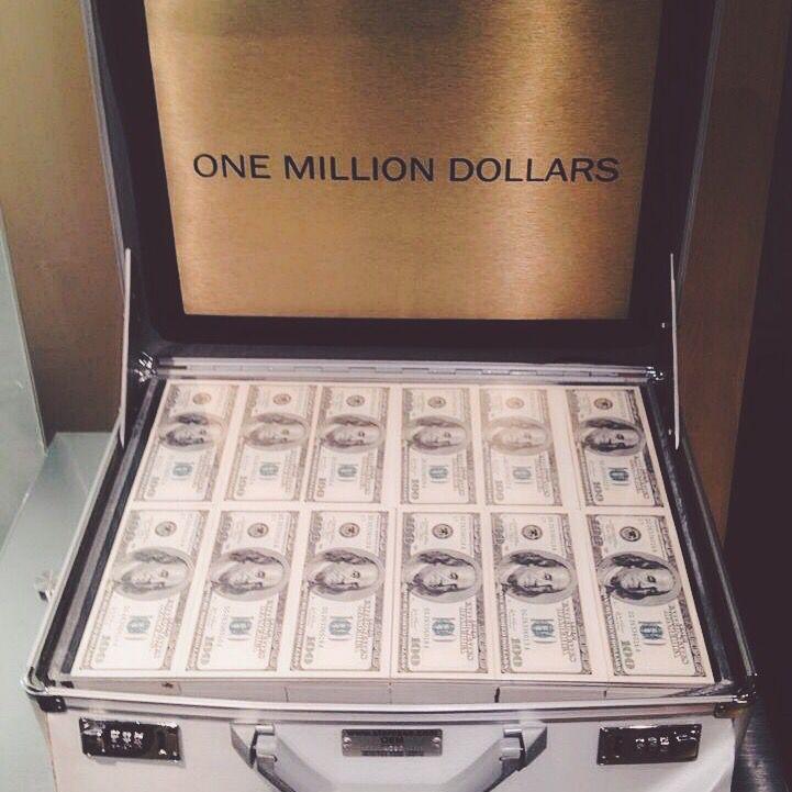 ☽ ριntєrєѕt: @KhaleesiFashion❥ ☽ ριntєrєѕt: @KhaleesiFashion❥Millions of dollars flowing into my life easily and frequently
