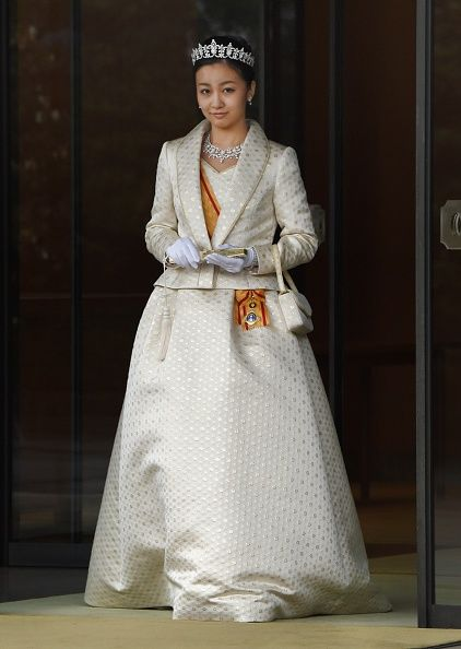 Japan's Princess Kako, the second daughter of Prince Akishino and Princess Kiko, in full dress leaves the Imperial Palace in Tokyo after meeting with the emperor and empress on 29.12.2014