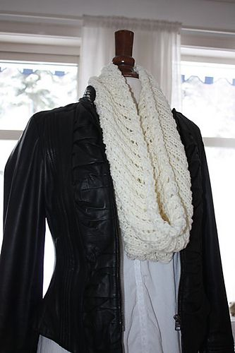 Free pattern (in english and norwegian): Airy Cowl