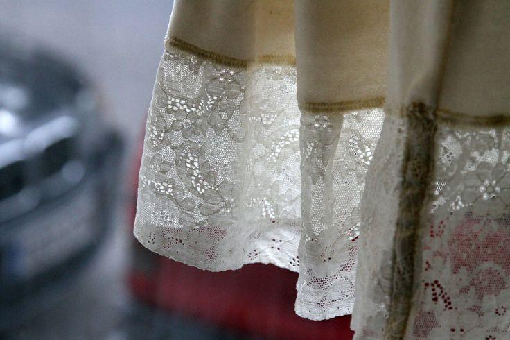 An ecological wedding dress can be made by felting a lace curtain. - Ekologiselle morsiamelle syntyy ainutkertainen puku vaikkapa pitsiverhoista huovuttamalla.  willatar.fi * www.facebook.com/willatar