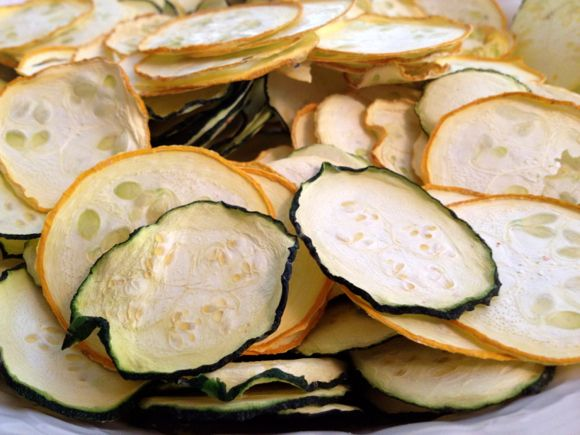 Dehydrating Zucchini and Summer Squash (Chips and Shredded)