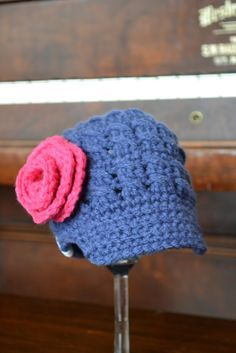 Newborn Newsboy hat FREE PATTERN | Knotty Knotty Crochet...without the rose for a boy.