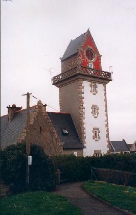 Manche - Un des quatre phares de Saint-Malo (Ille-et-Vilaine) - Phare de Rochebonne ou Phare de la Haize - Coordonnées 48°40′16″N / 1°58′42″O - Feux : feu fixe directionnel rouge