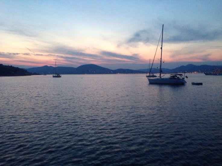 """Coucher de soleil sur un bateau entre Saint Raphaël et Saint Tropez - Carnet de voyage """"St Raphael - Les Îles d'Or"""""""