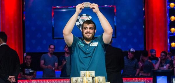 Scott Blumstein, a 25-year-old from New Jersey with a degree in accounting, won the 2017 World Series of Poker early Sunday morning in Las…
