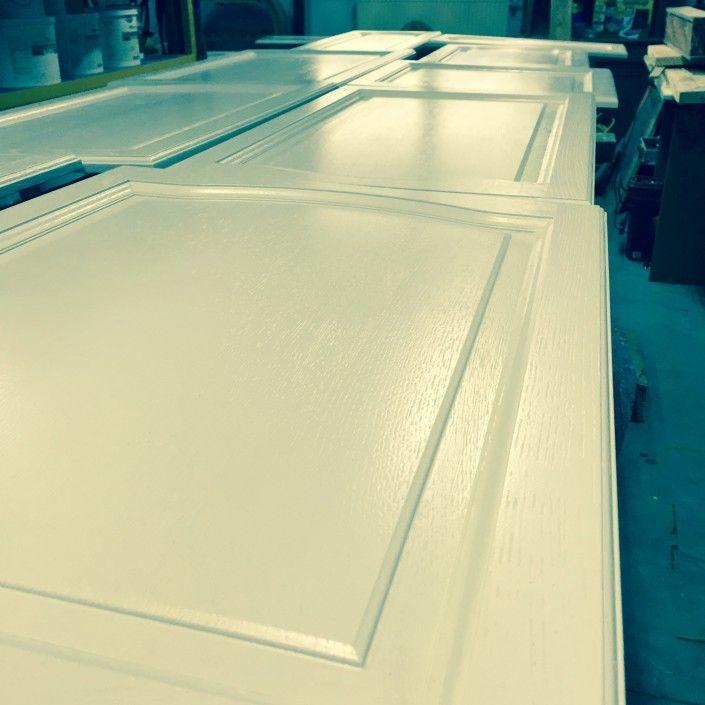 Keukenkasten schilderen. Uw keuken een opfrisbeurt geven ? Schilderen is een perfecte oplossing. Bel voor een GRATIS offerte ! 0475 40 65 71