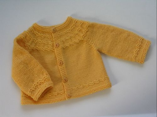 Seamless yoked baby sweater (newborn/3mon) - free by Carole Bareyns Knitting on the net