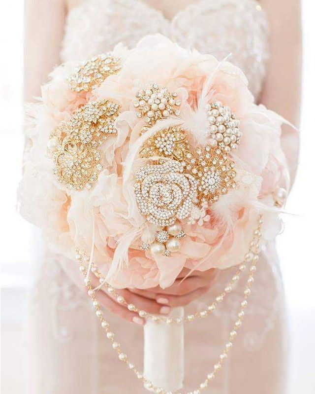 Swooning over this delicate peach bridal bouquet from Mlleartsy with stunning sparkly details!